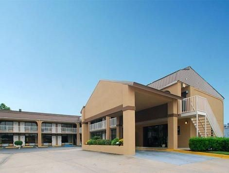 Vicksburg (MS) Rodeway Inn United States, North America Ideally located in the prime touristic area of Vicksburg City Center, Rodeway Inn promises a relaxing and wonderful visit. The hotel offers guests a range of services and amenities designed to provide comfort and convenience. Casino, 24-hour front desk, Wi-Fi in public areas, car park, business center are there for guest's enjoyment. Guestrooms are fitted with all the amenities you need for a good night's sleep. In some o...