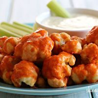#Buffalo #cauliflower tastes so good, and no bones!