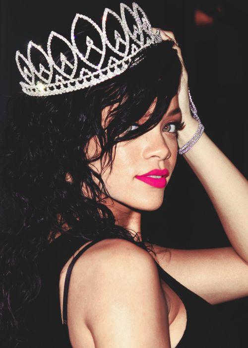 """Képtalálat a következőre: """"rihanna with crown"""""""