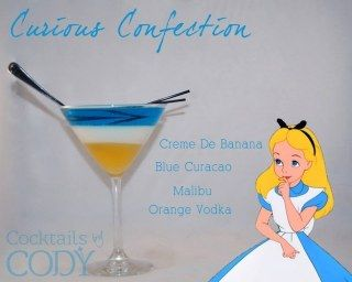 Cóctel Alicia: crema de plátano, blue curaçao, Malibu y vodka de naranja
