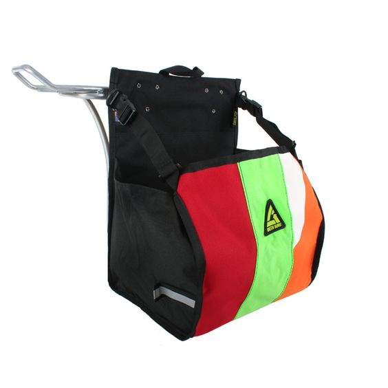The Freerider is a simple pannier for a lifestyle on the go. When you need to carry your pack, groceries, or gym clothes, this pannier features an open top for convenient loading. Two simple cinch straps keep your belongings secure.
