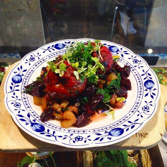 Mangoldknödel mit Rote Beete und Mangold - und Rosinengemüse #healthyeating…