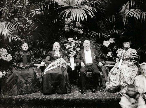 Hendrik Willem Mesdag en Sientje Mesdag-van Houten tijdens de viering van hun Gouden huwelijk 1906