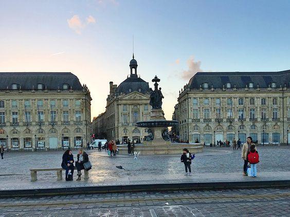 Место: Площадь Биржи в Бордо