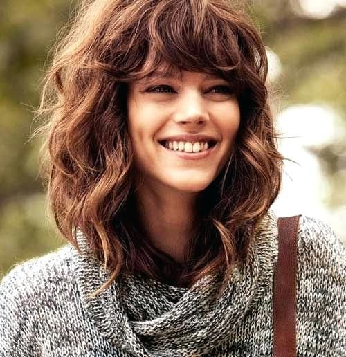 Unique Medium Length Curled Hair With Bangs Medium Length Hairstyles For Thick Wavy Hair Round Face Hair Styles Medium Length Curly Hair Wavy Hairstyles Medium