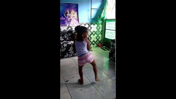 Vitoria dancando Anitta