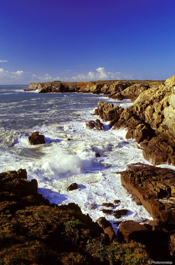 L'île d'Yeu, petit paradis de Vendée. La Vendée est très prisée des familles. Si vous rêvez de plus de tranquillité, venez découvrir l'île d'Yeu, un de nos coups de cœur.