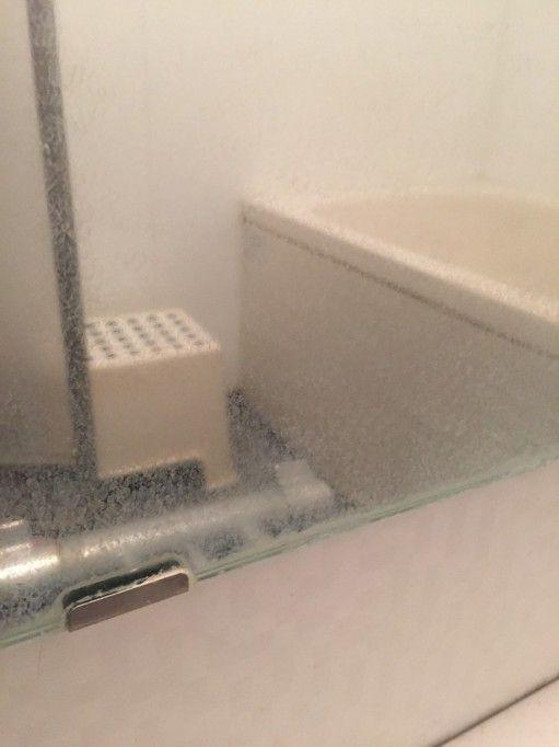 本当にキレイになる クエン酸パックとラップでお風呂の鏡の水垢を磨い