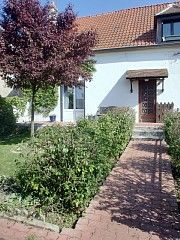 Cheap rent : Attached cottage with private garden, near Disneyland Paris. Go to Paris, Paris, Paris!!!!!!!