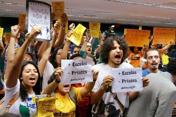 Deputados dão última cartada para evitar redução da maioridade penal.
