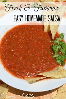Easy Homemade Salsa. Of maak een salsa met stukjes: tomaat, paprika, ui, knoflook, jalapenos en munt in stukjes snijden.