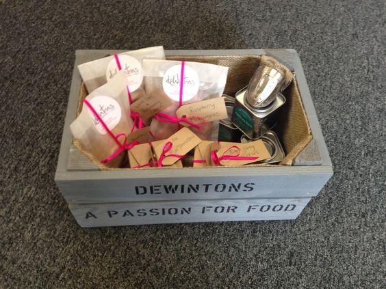 deWintons Vintage 'Treats' Box