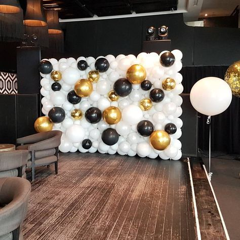 Balloon Wall Could Make The Gold Black Balloons Multi Color Instead Graduation Party Decor Graduation Decorations Graduation Party