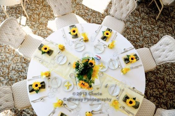 all reception flowers created and designed by bridal blooms & creations #wedding #texasweddings #flowers #floraldesign #reception #centerpieces #bridalblooms http://bridalblooms.com/ Photography by Cherie Callaway www.cheriecallaway.com