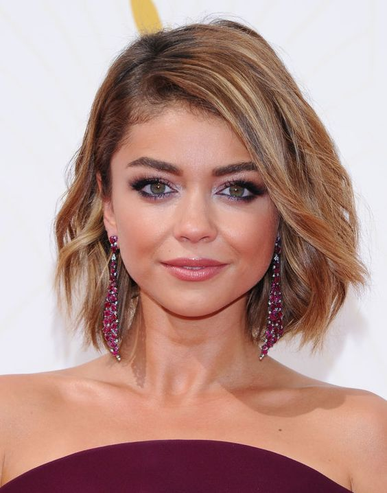 Sarah Hyland at the 2015 Emmy Awards. http://beautyeditor.ca/2015/09/21/emmy-awards-2015: