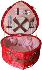 ah, now THIS is real love for #red #heart lovers and a #picnic hamper made for #two