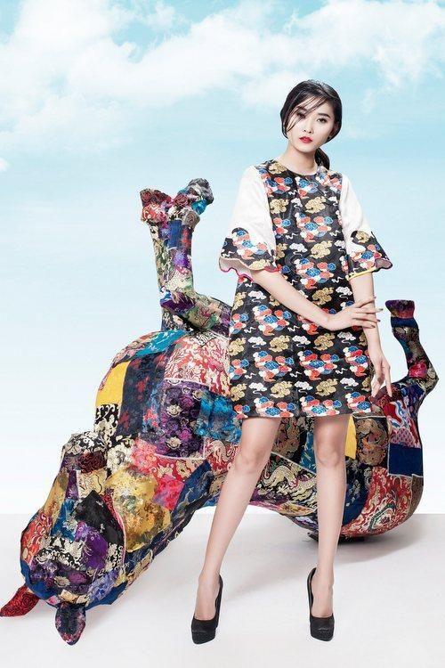 Gấm và jeans đan xen trong thiết kế của Thủy Nguyễn