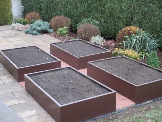 Faire un potager en carr avec des mat riaux solides et durables potager en carr design - Faire un jardin potager en carre ...