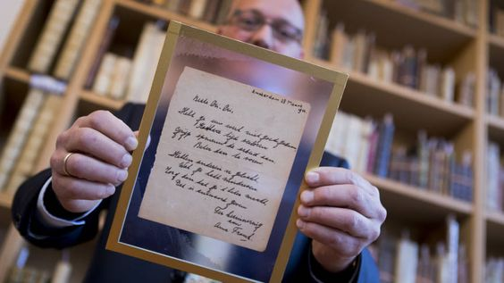 Gedicht van Anne Frank voor 140.000 euro geveild | NOS