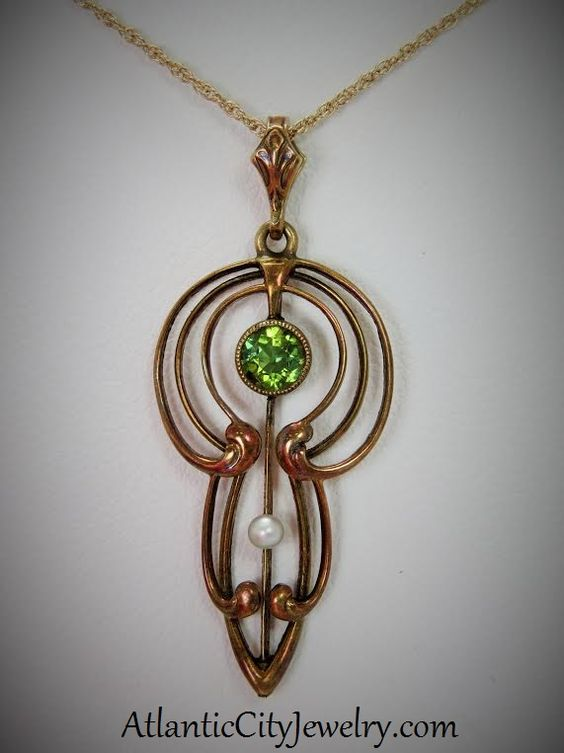 Art Nouveau pendant, 14 kt with Peridot and pearl. This exquisite piece is only 280.00$.