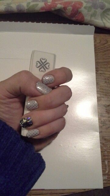 My #firstfrostjn with #holographicjn #lostruinsjn accent. Love my job jamazingjammers.jamberrynails.net