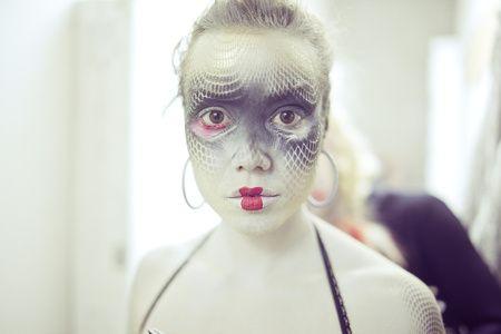 Makeup for dead kiss