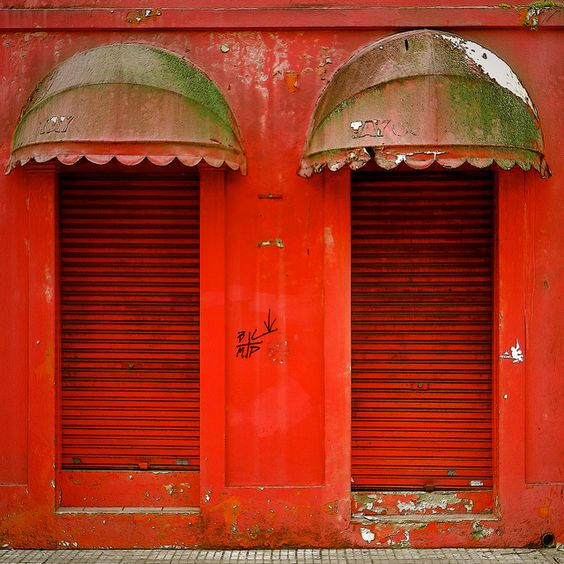 Red doors / Porte rosse by Giorgio Ghezzi, via Flickr