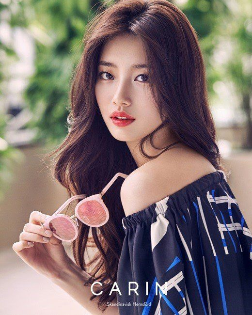 Suzy is pretty in shades for glasses brand 'Carin'!The photoshoot used white and blue colors for a p…