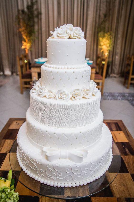Bolo de casamento clássico - branco em 3 anadares