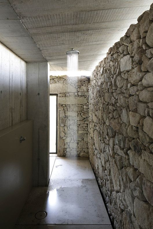 Gallery Of Walk In Showers Without Doors Or Curtains Design Tips And Examples 5 Showers Without Doors Walk In Shower Stone Shower
