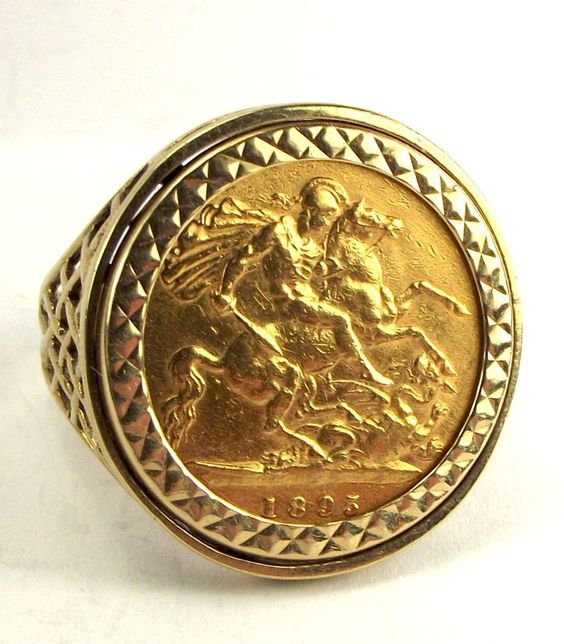 22ct gold 1895 1 2 sovereign ring set in 9ct gold mount