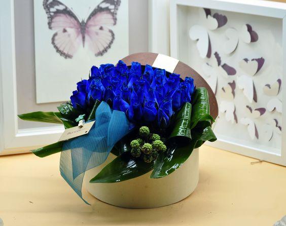Dekoratif Kutuda Mavi Güller