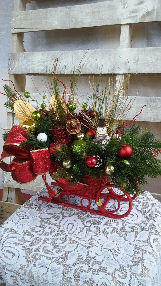 40 Small Christmas Decorations On A Sleigh Christmas Sleigh Decorations Christmas Decorations Wreaths Christmas Flower Arrangements