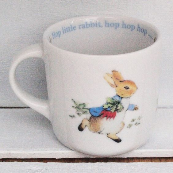 mug en porcelaine anglaise wedgwood motifs et citations peter rabbit vendu seul en coffret. Black Bedroom Furniture Sets. Home Design Ideas