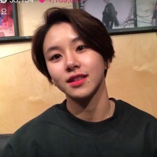 This Was Such A Look Chaeyoung Had Going On I Miss It D Baby Girl Hairstyles Short Hair Styles Short Hair With Bangs