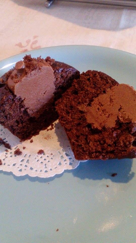 Cupcakes de chocolate com recheio de creme de cacau