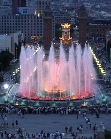 Magic Fountain of Montjuic, Barcelona, Spain. http://www.suntransfers.com/barcelona-airport