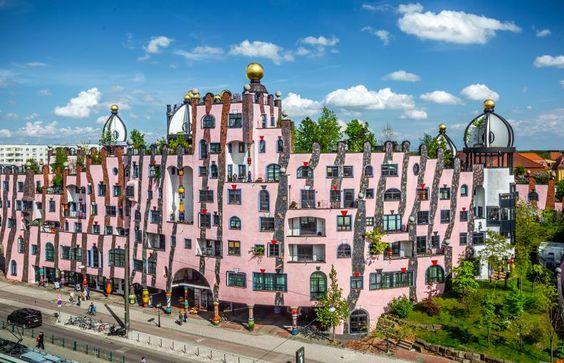 Grüne Zitadelle von Magdeburg - Dieser Space ist eure Möglichkeit, in einer optimal gelegenen Location eure Pop Up-Idee zu verwirklichen. Im Erdgeschoss gelegen zeichnet der Store sich durch eine hohe Laufrequenz aus.