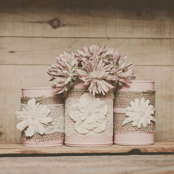 Painted tin can lace and and burlap centerpiece vases. Decoration tin cans. Barn wedding. Pink wedding, Tin can vase. Wedding decor.