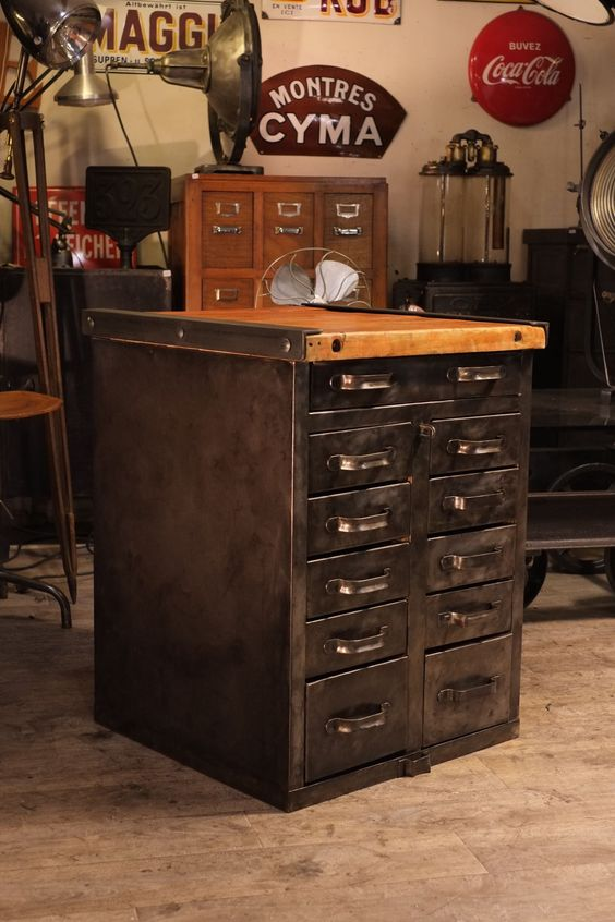meuble de metier ancien en metal brut deco loft. Black Bedroom Furniture Sets. Home Design Ideas
