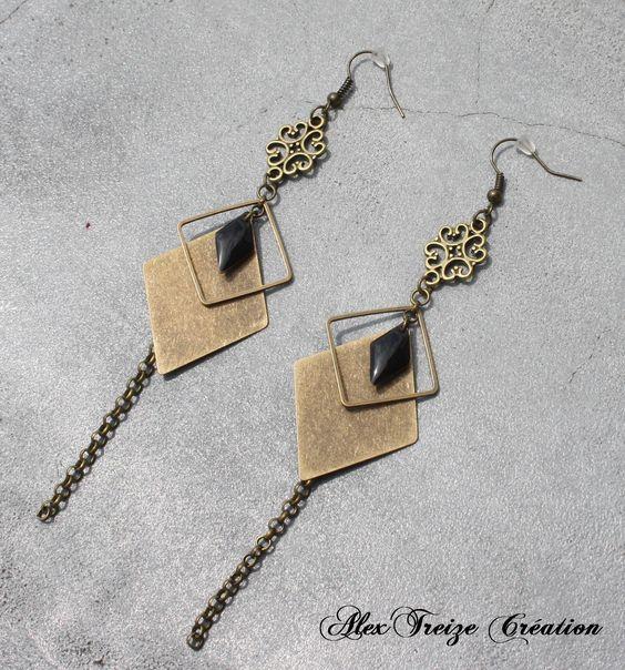 Boucles d'oreilles pendantes bronze Antiques Estampes Sequins émaillés noir Breloques losanges Pampille chaînes - Bijou Créateur : Boucles d'oreille par alextreize-creation