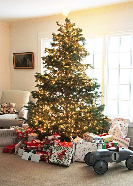 A Country Farmhouse: A White Christmas