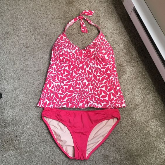 Cute pink Lands End tankini, excellent condition! Get ready for summer!☀️Gently used, excellent condition!! Just doesn't fit me anymore :( Top is size 12DD and bottoms are size 12. Top has elastic band that goes all the way around, to help hold up the girls Feel free to ask questions! ✨Don't like the price? Send me an OFFER!!✨15% bundle discount, can also make custom bundles, just ask! Lands' End Swim Bikinis