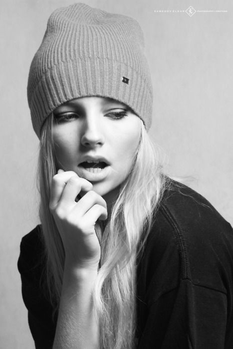 muted makeup. tousled hair. simple hat.  (eldar samedov photography)