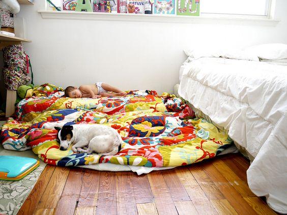floor bed beside parents bed perfect for nap time floor beds pinterest beds. Black Bedroom Furniture Sets. Home Design Ideas