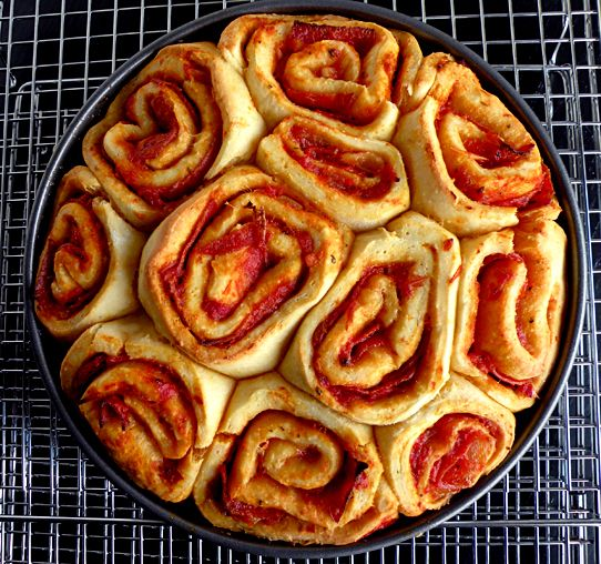 Pizza Buns (like cinnamon rolls but with pizza ingredients ...