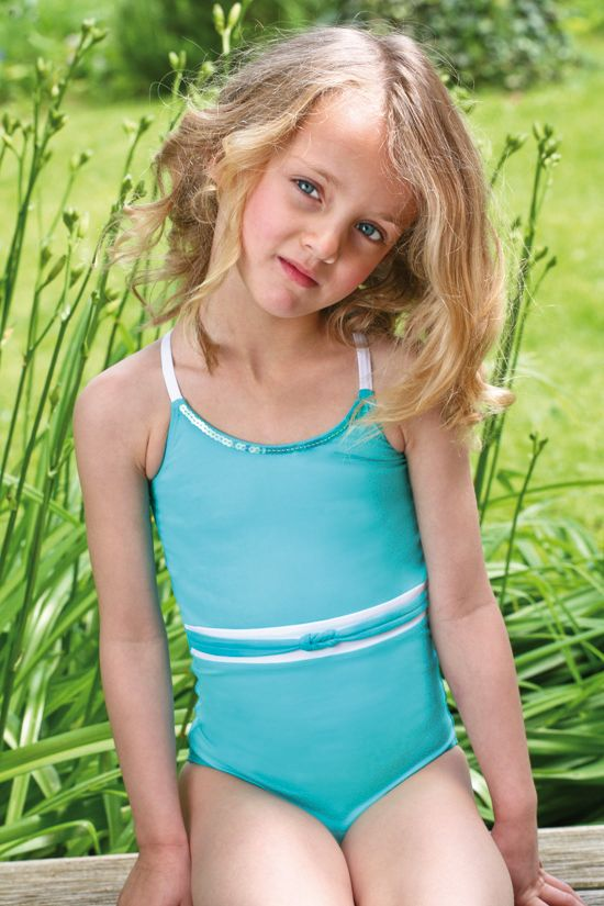 Focus on me #jogswimwear #nature #greenery #bikini #girlsinbikini #swimwear #summer2016 #funinthesun  #turquoise #cuts #artonbody #kidsswimwear #motheranddaughterswimwear #sequins