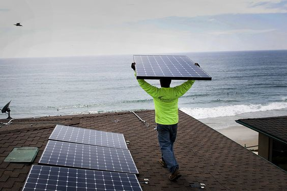 Tech Leaders, Economists Split Over Clean Energy's Prospects