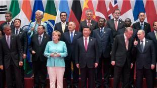 İki fotoğraf arasındaki fark: Çin'deki G-20 Zirvesi'nin aile fotoğrafındaki bir an bu yıla damgasını vurdu. Türkiye Cumhurbaşkanı Recep Tayyip Erdoğan ve Rusya lideri Vladimir Putin kendi aralarında sohbet ederken ABD Başkanı Barack Obama'nın başını uzatıp iki lidere bakması AP foto muhabiri tarafından görüntülendi.Çok konuşul...
