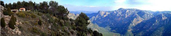 Benafigos, corresponde a las vistas al barranco del río Monlleó, desde la zona recerativa, en la Serra del Molló. Se accede por la carretera dirección Vistabella justo antes del desvio al ermitorio de la Ortisella.